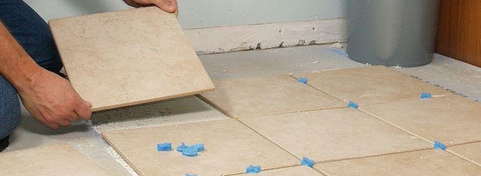 Положить плитку керамогранит на пол
