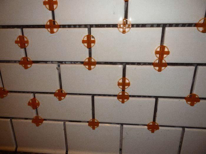 укладка настенной керамической плитки
