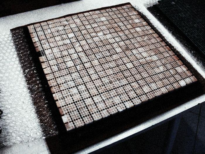 как укладывать мозаику на сетке