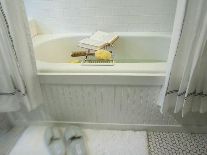 Как снять старый кафель в ванной