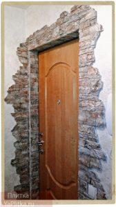 отделка входной двери декоративным камнем фото примеров
