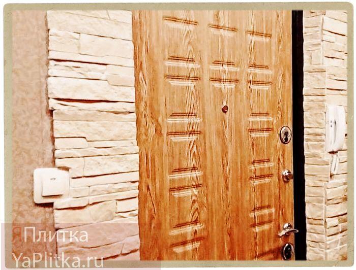 как отделать входную дверь декоративным камнем фото